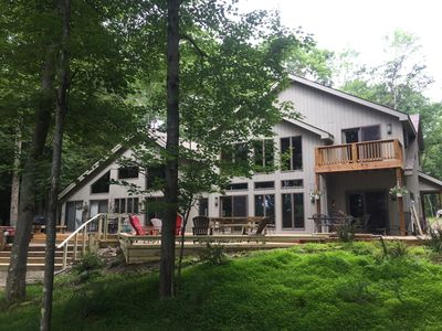100' private beach ON the lake, new dock, tennis court, gorgeous