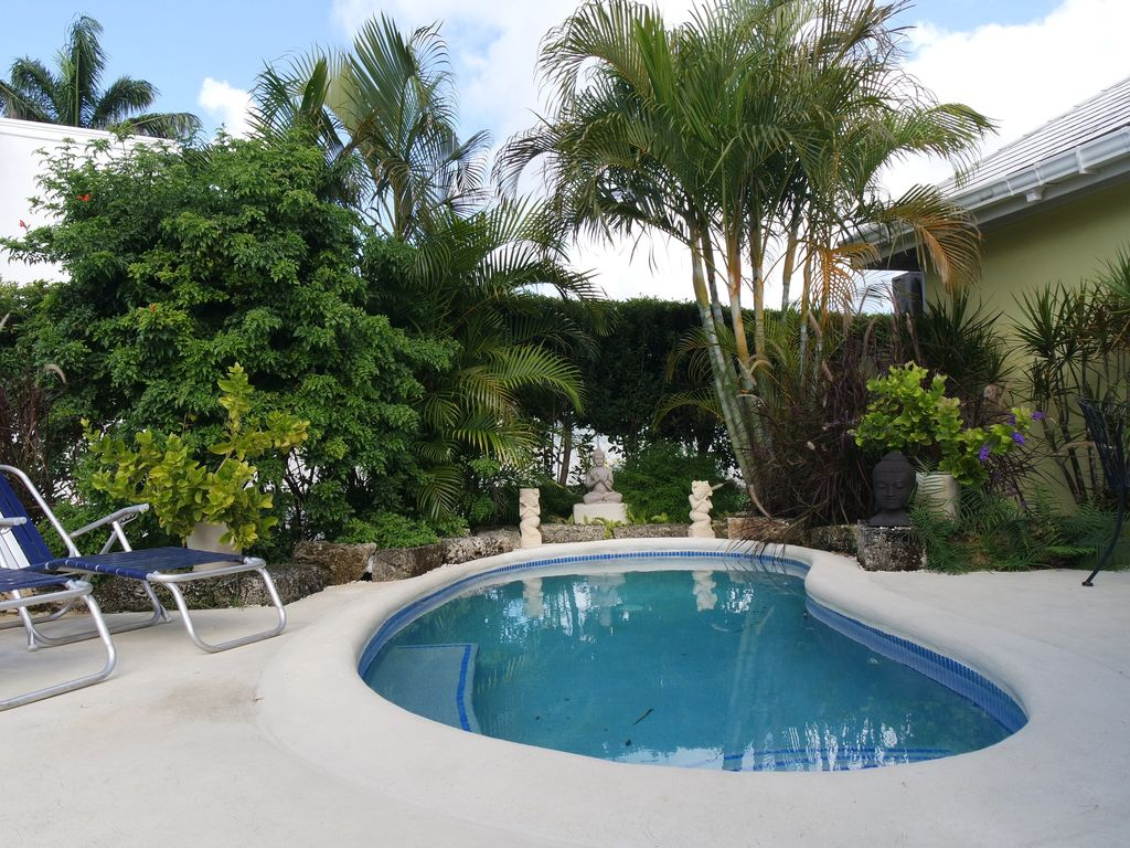 spacious breezy holiday villa with plunge homeaway marine gardens