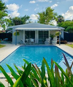 Lush, Private Retreat With Huge Heated Pool, walk to Wilton Manors!
