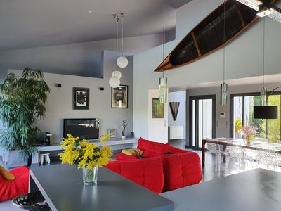 Photo for Contemporary whole villa with swimming pool, parking.