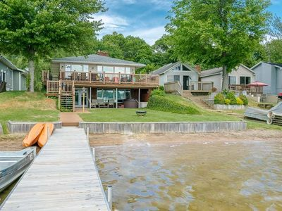 Lakefront Vacationing at it's Best! HOT TUB Sandy Beach PONTOON BOAT available