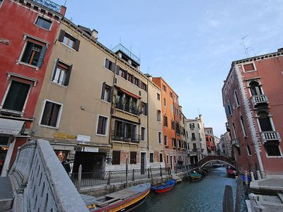 Photo for Apartment in the center of Venice with Internet, Washing machine, Air conditioning, Balcony (116381)