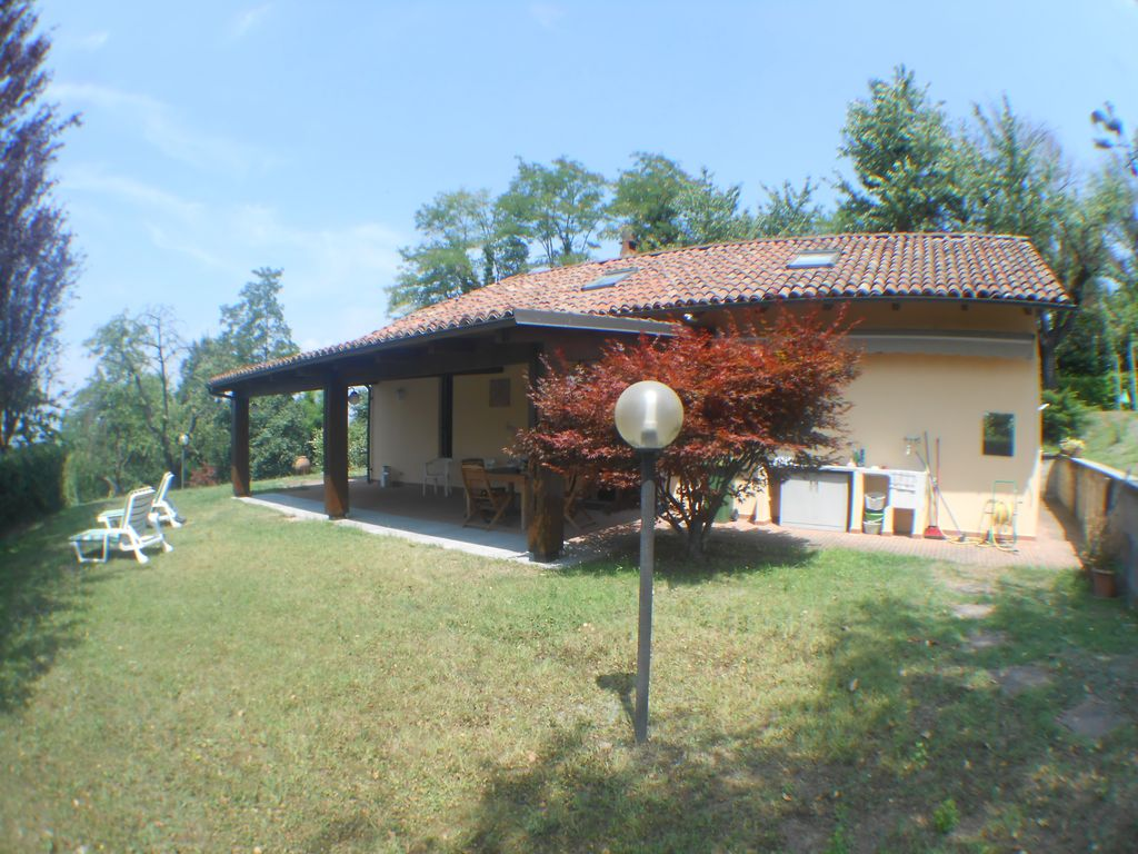 Villa Rene An Oasis Of Peace Surrounded By Greenery Just A Short Walk From The Center Of Alba