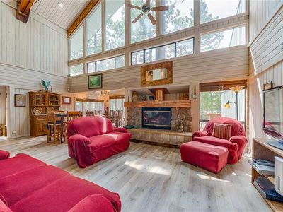 Photo for Alto Chalet, 3 Bedrooms, Sleeps 6, Hot Tub, Media Room, Jetted Tub