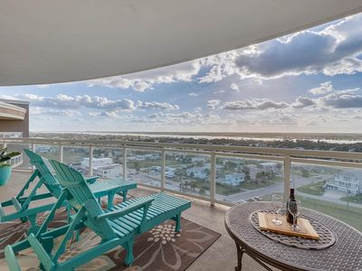 Photo for Penthouse 2 BR condo - Sweeping water views - Luxury Bulding