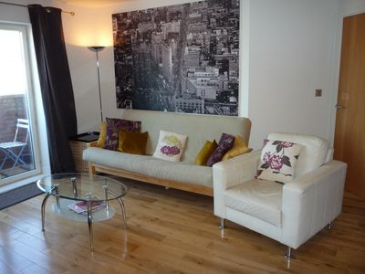 Photo for York city centre 2-bedroom apartment, own parking + free Wi-Fi.