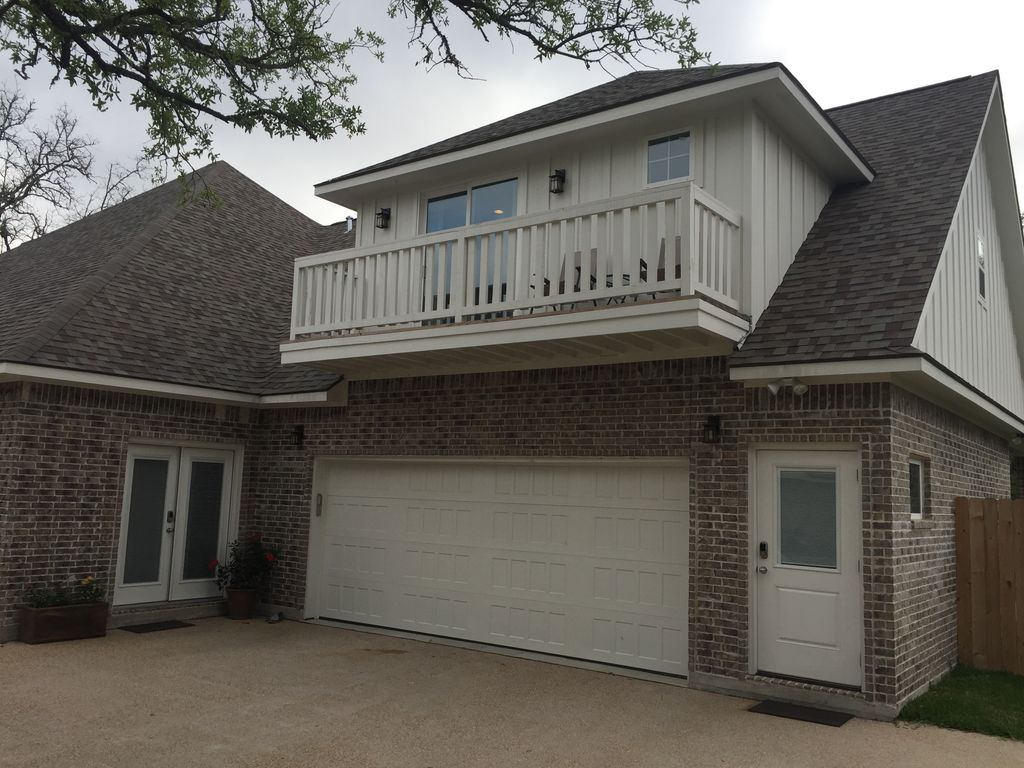 Hereford House - Apartment - 3600' to Kyle Field / 2500' to campus