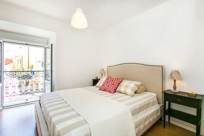 Double Room with balcony and River view - King Size Bed