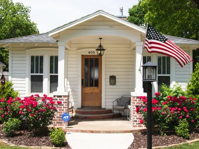 Renovated little cottage in walking distance of the Bentonville square