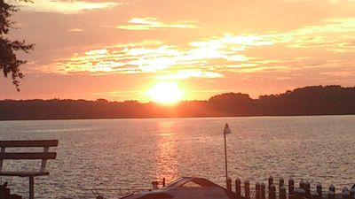 Rent or holiday in front of Lake Tarpon and wake up to the sunrise!