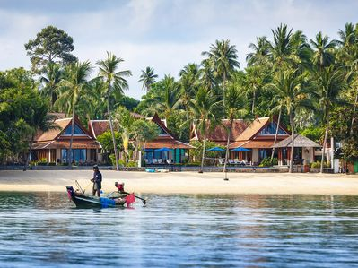 Tawantok Beach Villas - Villa 2 - The villa and local boat feature