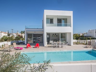 Photo for A villa that sleeps 12 guests  in 5 bedrooms