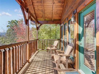 Photo for Heaven's View, 2 Bedrooms, Sleeps 10, Hot Tub, Pool Table, Arcade, Jacuzzi