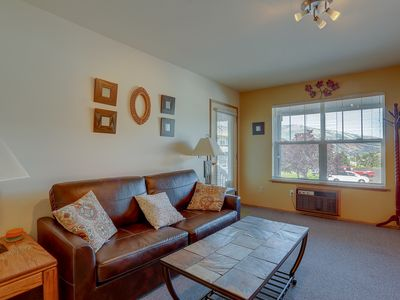 Photo for Lodge #18 - Bright and cheery 1 bedroom condo downtown with river view!