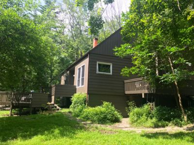 Mid-Century Gem in the Woods - Secluded Escape plus Yoga Room and Garden