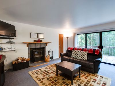 Photo for Mt. Baker Rim Cabin #76 - WiFi - Pets Ok - Hot Tub - Sleeps 9
