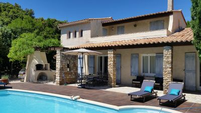 Photo for Charming villa with large heated pool between Ardèche and Provence