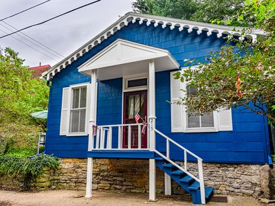 Extremely clean! Beautiful Home 2 Blocks To Main St & 2 Blocks To The Ohio River
