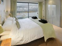 Sea views like a cruise ship! Very well equipped and comfortable. Parking secure and easy.