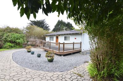 Nice front porch, too, and entire home is fenced in with locked front gate. Close to beaches, restaurants, grocery, shopping, hiking both north and south of McKinleyville. Airport is close by for the long distance traveller!