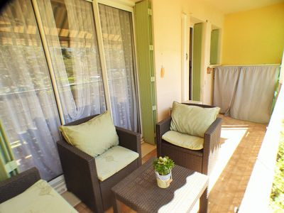 Photo for 3 bedroom apartment, internet and parking in the residence, beach walk.