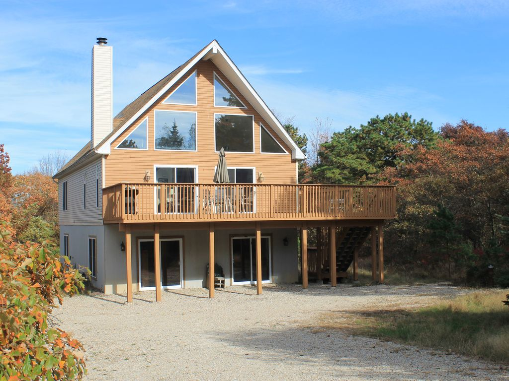 Perfect for Families! Spacious 3 Story Chalet close to Skiing & More!