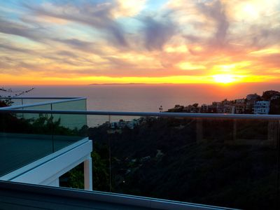 Photo for Welcome to a private retreat with endless views of the ocean and canyons