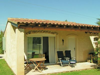 Photo for Cozy cottage with fenced pool, in a quiet area and 30 km from the Mont Ventoux