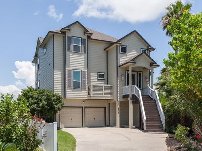 HUGE SUMMER TIME HOME for your family vacation!  4 Kayaks Included