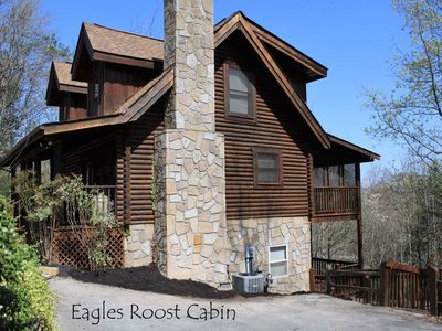 Eagles Roost } 2 minutes off Parkway / Hot Tub / Skee Ball / Pool Table