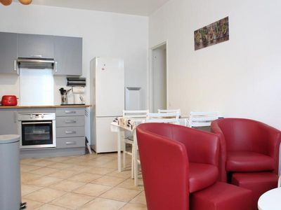 Photo for Apartment La Rochelle, 2 bedrooms, 3 persons