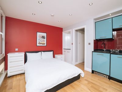 Photo for Amazing Studio Flat in Central London Stylish Cosy Zone 1 Hyde Park