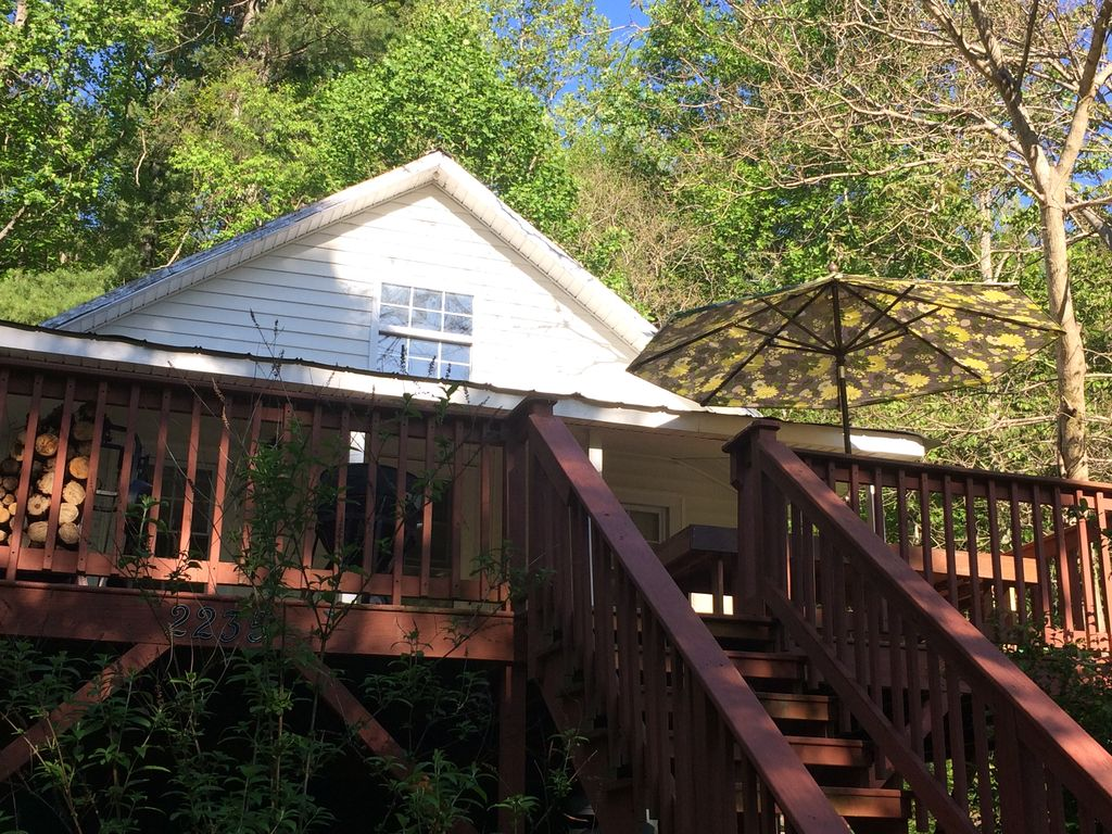 White rock cabin on the tye river montebello virginia for Montebello cabin rentals