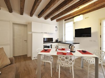 Photo for Beautiful modern apartment with washing machine and wifi in Frari area