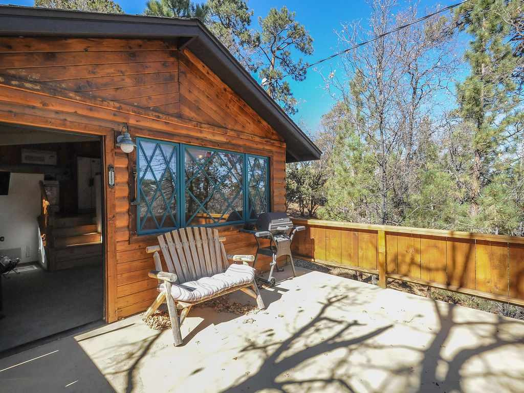 Sleepy dog friendly cabin just a short distance from for Big bear cabins pet friendly