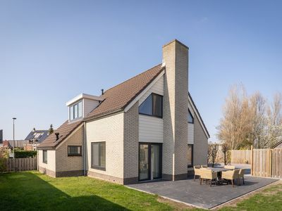 Photo for Spacious bungalow in the nice village of De Cocksdorp,  Wadden island of Texel