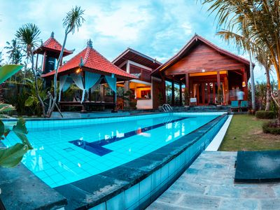 Photo for Modern villa in Bali with private swimming pool and luxury beds