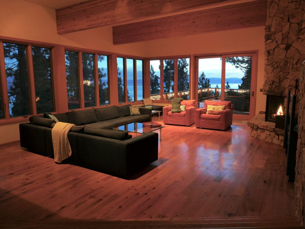 Luxury Lakeview Home Beautiful View Of Lake Huge Deck Fireplaces - Huge pool table