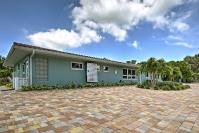 Walk to the beach, shop or dine near this 2-bedroom house.