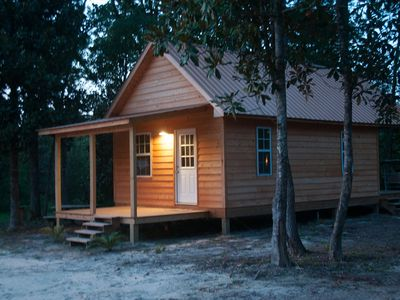 Creekside Cabin on Red Creek, just steps from the water!