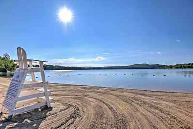 This vacation rental features access to Arrowhead Lake's resort amenities.