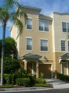 Private drive... comfortable 3- story home...what a perfect home away from home!