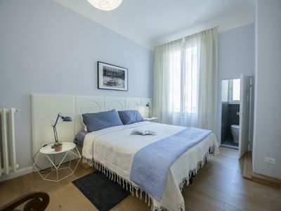 Photo for Roomy & Luxurious near the Duomo. Ideal for groups of friends and families
