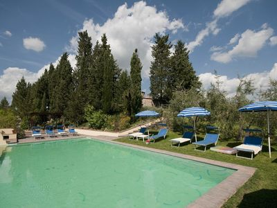 Photo for San Gimignano villa with pool, 5 rooms en suite, A/C, wi-fi, panoramic view