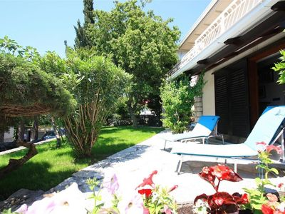 Photo for Charming holiday home with garden - Apartment Aurelia