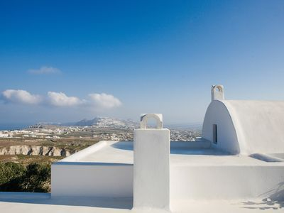 Photo for Cycladic Villa with Jacuzzi and Caldera View