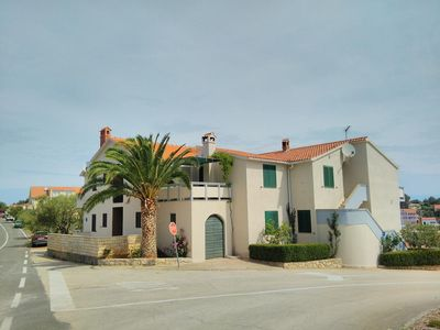 Photo for Two bedroom apartment with terrace Sali (Dugi otok)