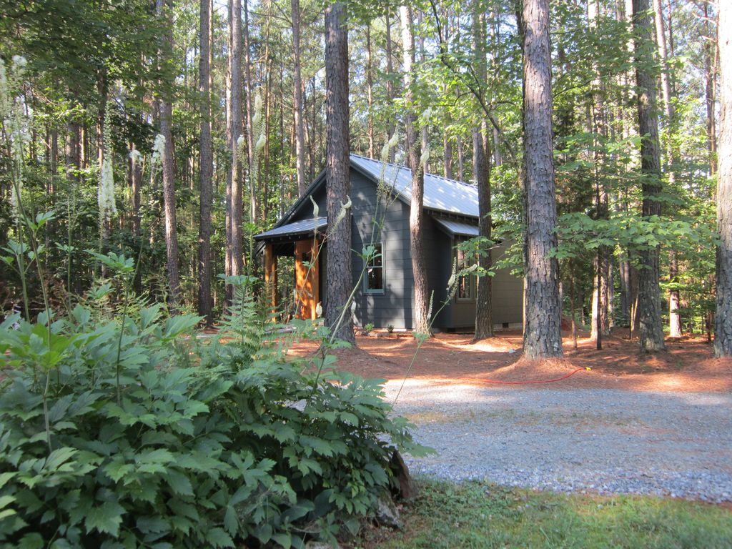 Renew coniferidge new construction in a homeaway for Charlottesville cabin rentals hot tub