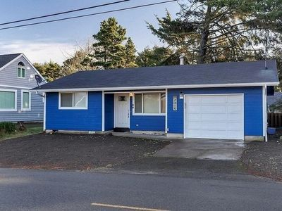Photo for Experience this remodeled two-bedroom home in the heart of Lincoln City!