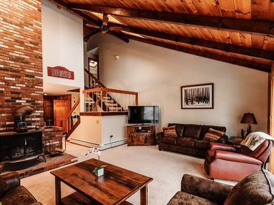 Premier  On Loon Mtn Home- 11 Bed.  Free Pool/ Gym Access! Walk to Lift!